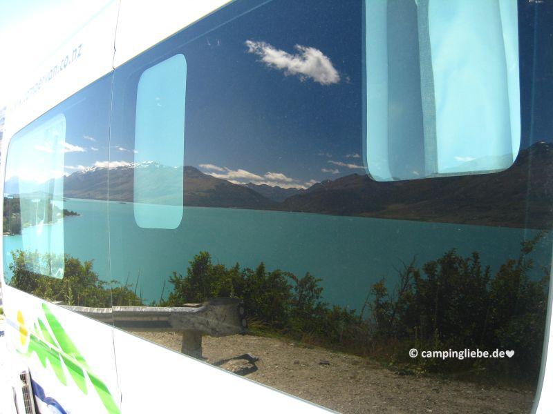 Wakatipu spiegelt sich im Wohnmobil